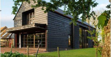 derevenskij-dizajn-prostornyj-dom-peredelannyj-iz