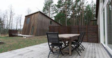 interer-nebolshogo-chastnogo-doma-v-sosnovom-lesu2