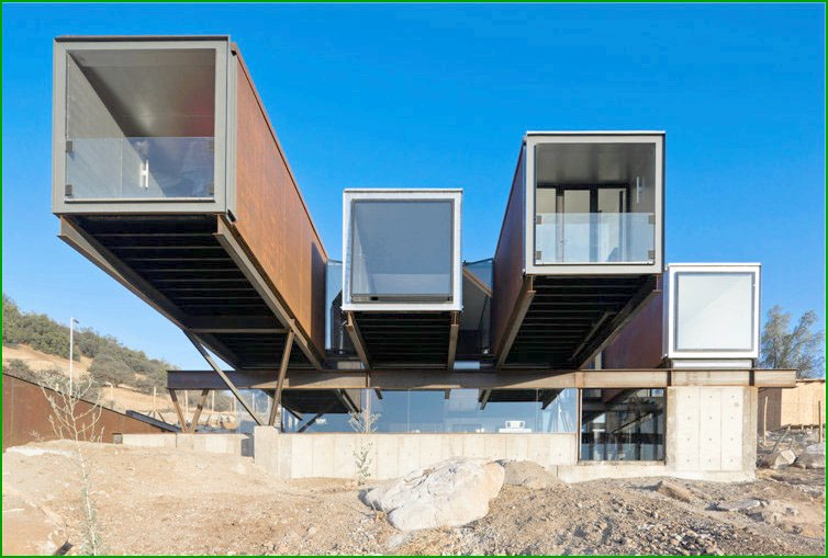 House of Caterpillar House metal in Chile