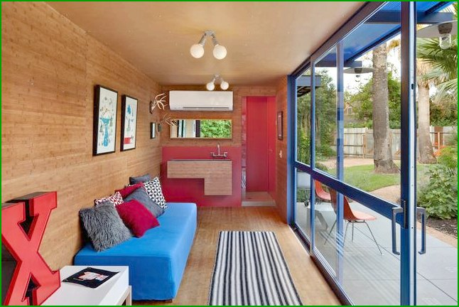 house of cargo containers Photo