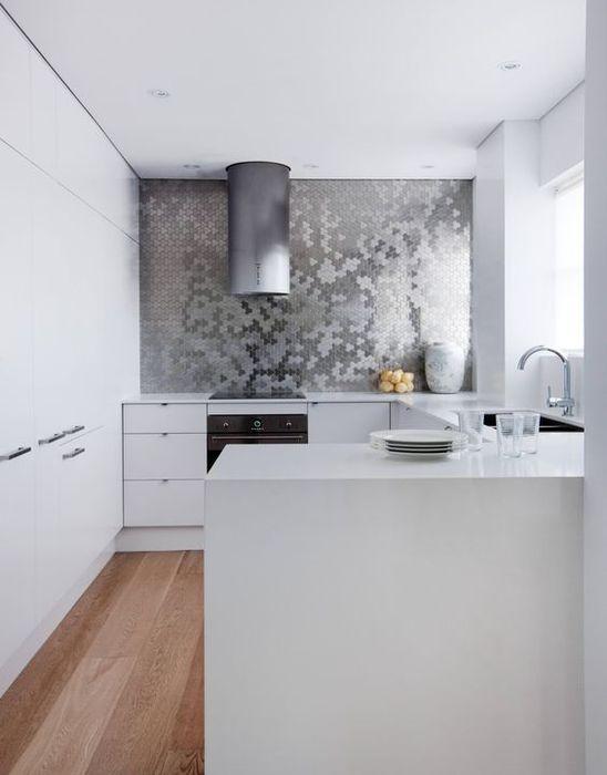 10 стилни примери за използването на метални и огледални плочки в интериора