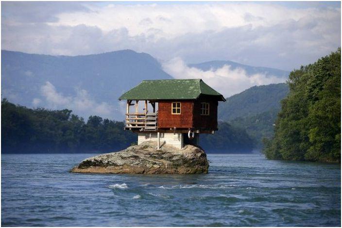 15 приюти, в които живеят обикновените хора