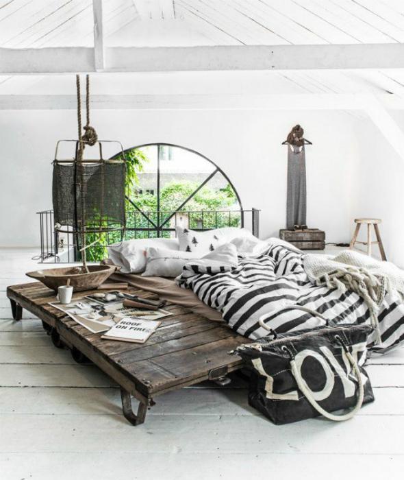 17-яките парчета от мебели и декоративни елементи в индустриалния стил