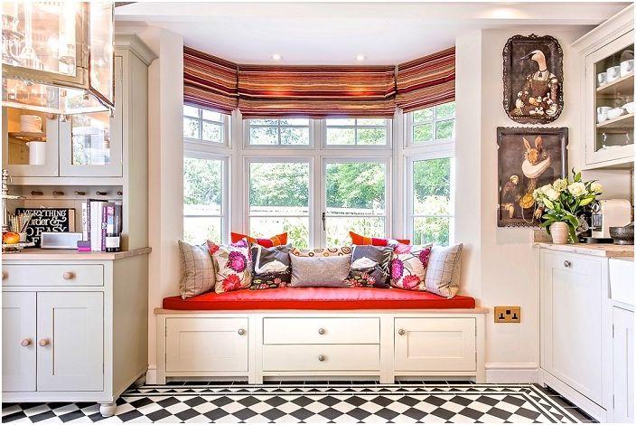 20 примера за удобни седалки в близост до прозореца, който ще се спести пространство в интериора и ще радват окото