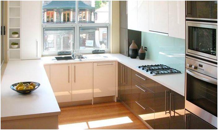 b700f99ef97 Svetlé a pekne v tvare písmena U kuchyne - skvelý dizajn kuchyne priestor.