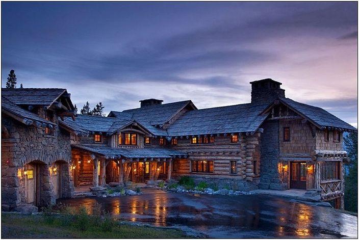 Луксозен сред планинските склонове: дървена къща в селски стил