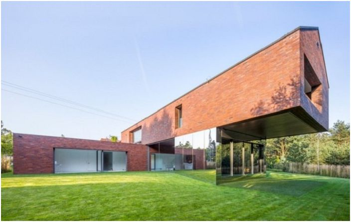 Прецизно геометрия и нищо повече: частен дом с ефекта на оптична илюзия