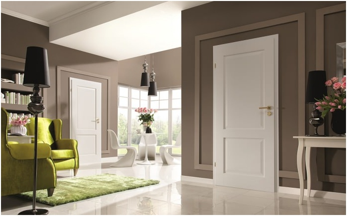 white color of the floor, baseboards and doors