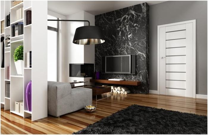 Цветовата комбинация на цокъл, пода и вратите