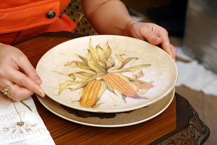 Decor plates by decoupage technique