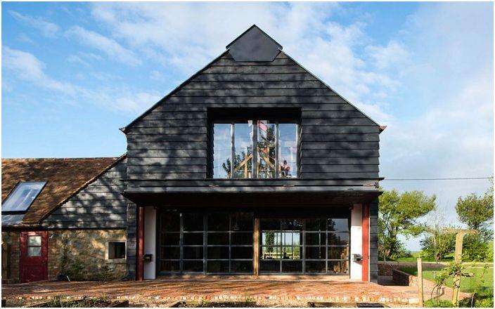 """""""Село"""" дизайн: просторна къща, превърната от стара плевня"""