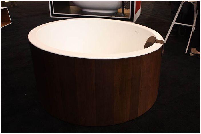 Дървена вана - радост за душата и украса за дома