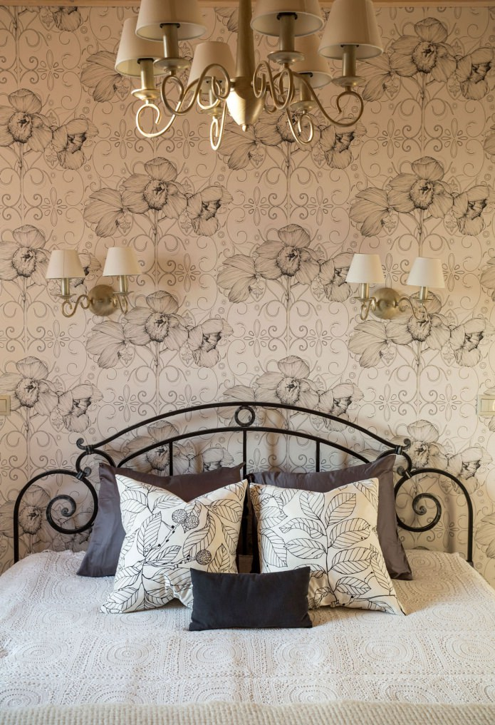 black-and-white print with flowers on the wallpaper in the bedroom
