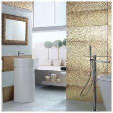 Интериорен дизайн на баня в златно цвят