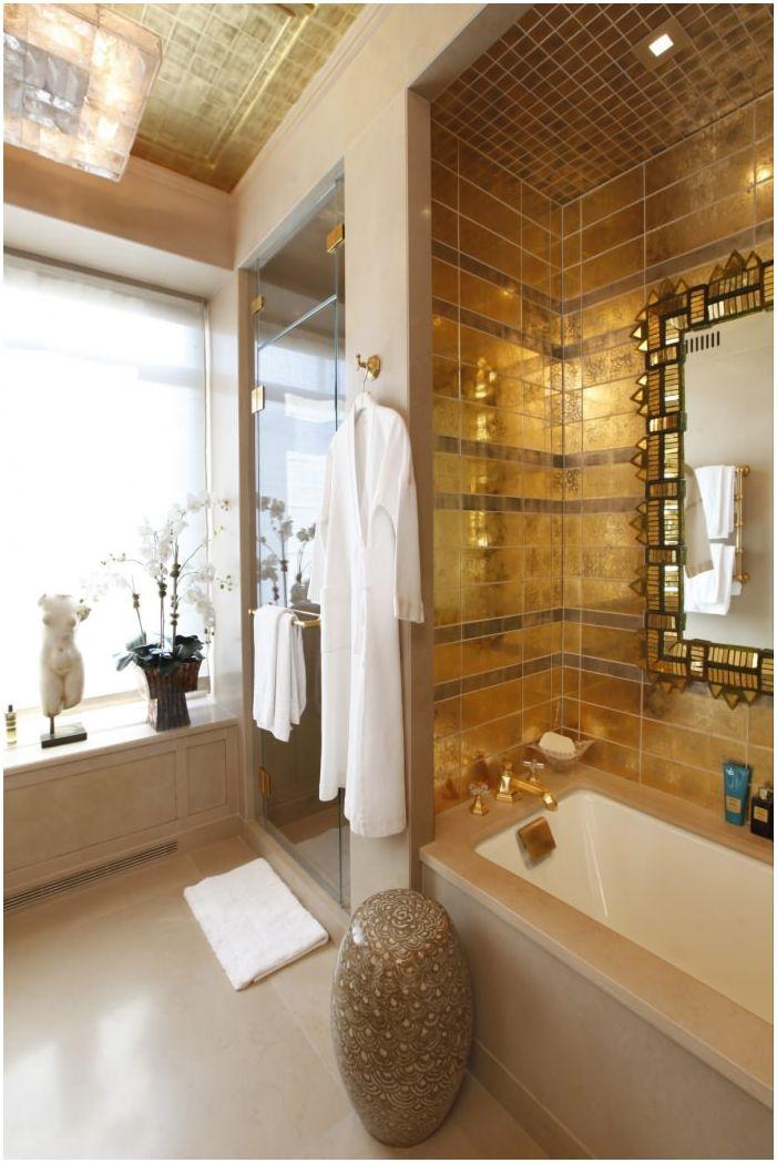 골드 컬러의 욕실의 인테리어 디자인  dizainall.com
