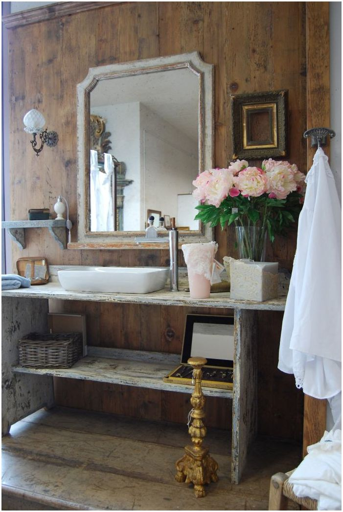 bathroom in the style of Provence