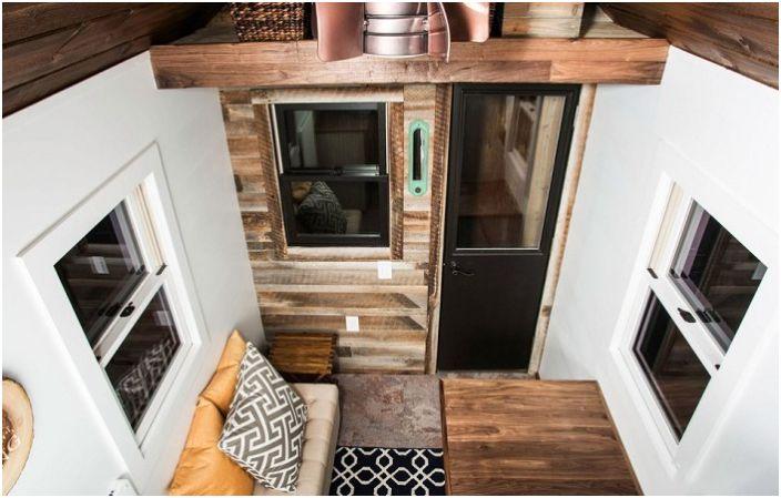Компактна къща за градината от само 13.9 кв. м