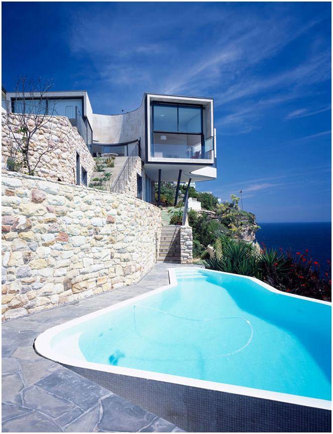 Красиви къщи по склоновете