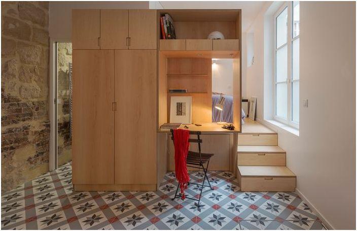 Steep malogabaritki в Париж, който е изготвил един прост и приветлив