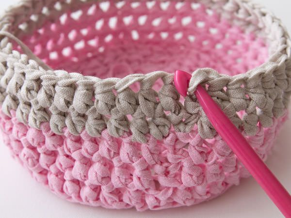 knitted crochet basket: work in progress