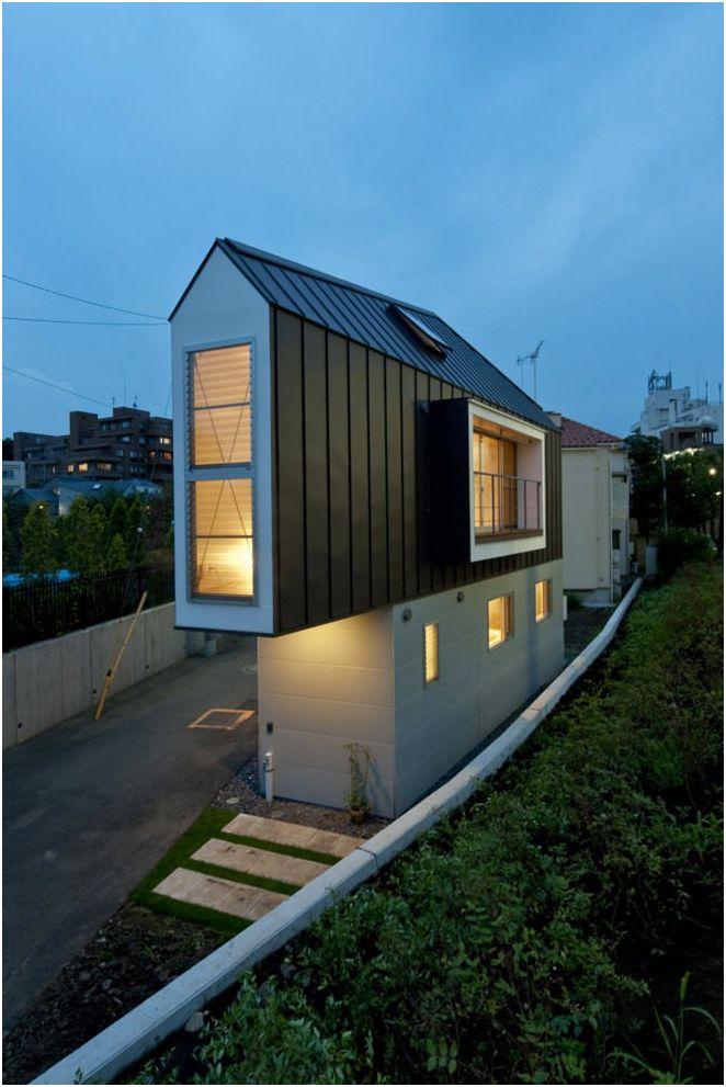 Необичайни дълга тясна къща в Япония