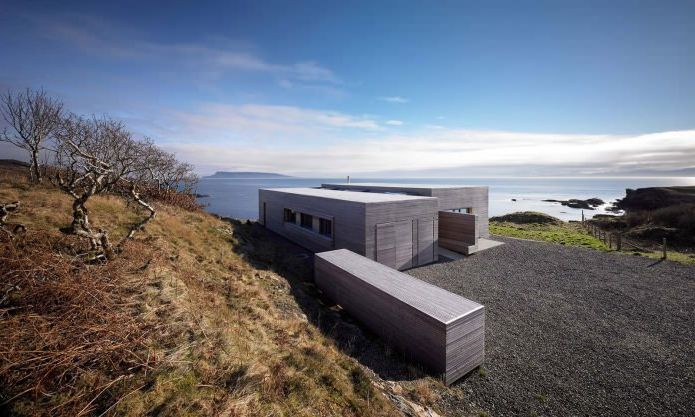 Storey country house with a flat roof in Scotland