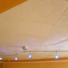 The foam tile ceiling: the pros and cons, gluing stages 2