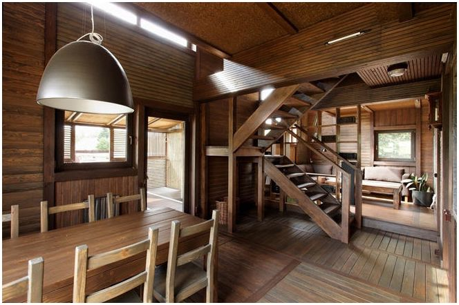 Триетажна къща с плосък покрив