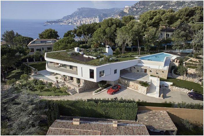 В хармония с природата: луксозна вила с покрив-морава