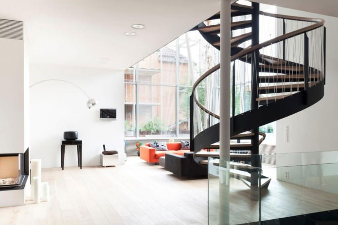 Опции и характеристики на дизайна на стълби в частна къща