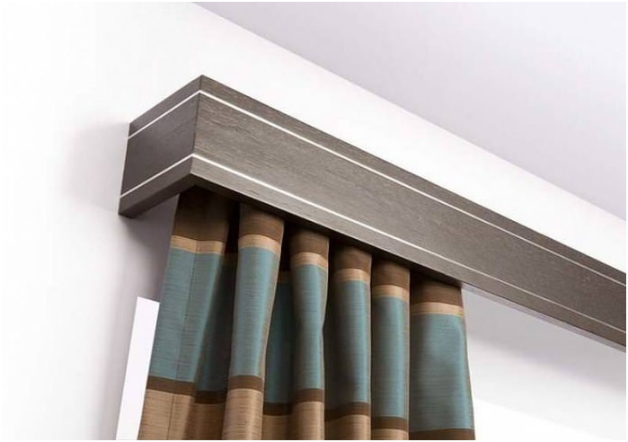 Framing cornice for curtains