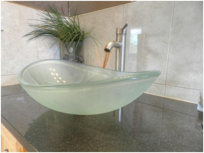 glass sink for bathroom