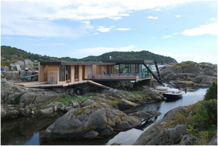"""""""Изгубени"""" сред камъните: Ваканционен дом на диви крайбрежие"""