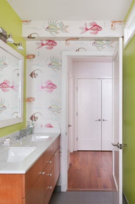 In the bathroom, you can pokleit as bright and funny wallpapers, and something more neutral. The main thing - is that all looked harmoniously.