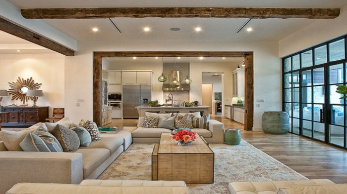 Ceiling beams made of wood create an atmosphere of warmth and coziness.