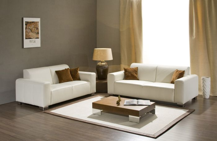A small table will create a cozy atmosphere in the living room.