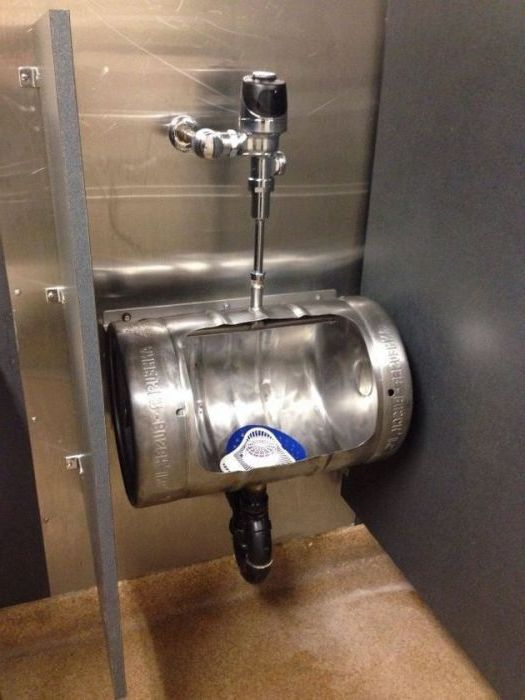 Urinal in the form of a barrel.