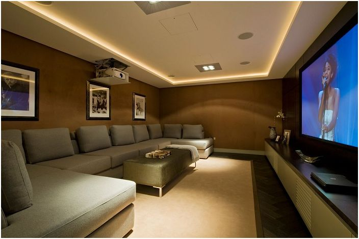 Room with a beautiful home theater, complemented by concealed lighting, which adds a special charm atmosphere.