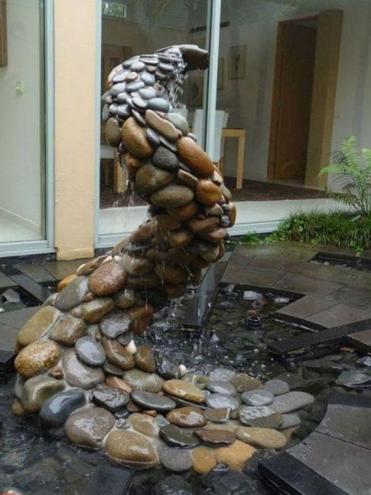 Оригиналният водопад от камъни.