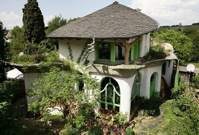 Най-просто, толкова по-добре: еко-къща, построена от глина