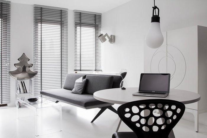 Играта на домино: необичаен черно-бял апартамент в Полша