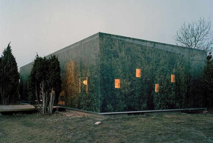 "«Juniper House» - a house in a ""camouflage""."