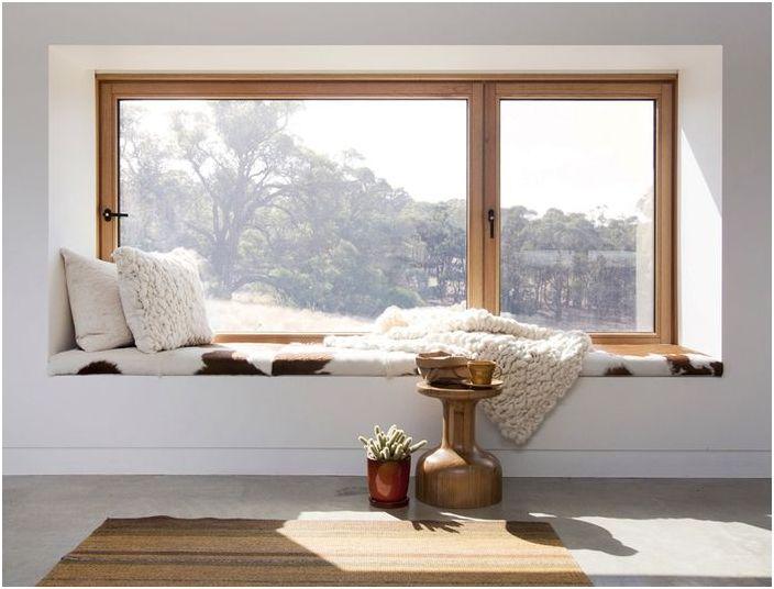 Как да се превърне перваза на прозореца в зоната за отдих: 5 съвета за оптимизиране на пространството
