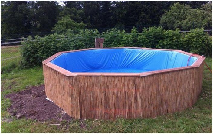 Как да се изгради басейн на прости дървени палети: по-евтино и по-практично, отколкото можете да си представите