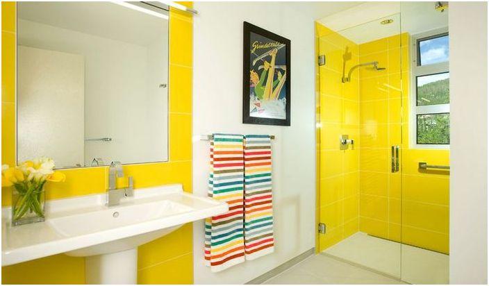 Как да направите интериора ярка банята: 5 смели експерименти и 15-готините примери