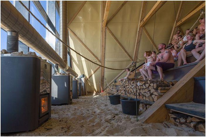 Как да се запази топло в Арктическия кръг: най-големите сауна в света