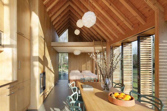 Компактна къща за почивка с интериора се променя