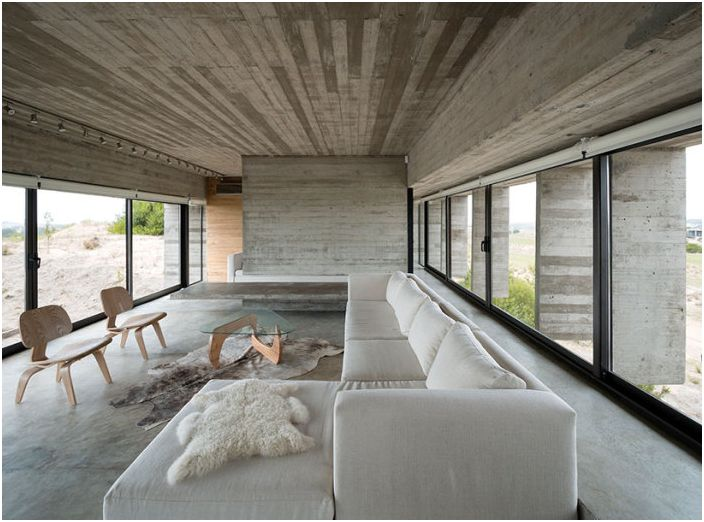 Прецизно геометрия и нищо излишно: в черно-бяло минималистичен дом