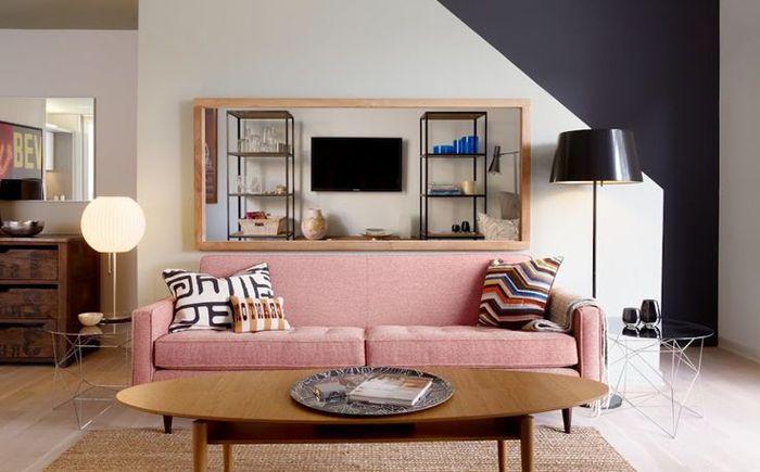 Неочакваното решение: розов дивана в хола