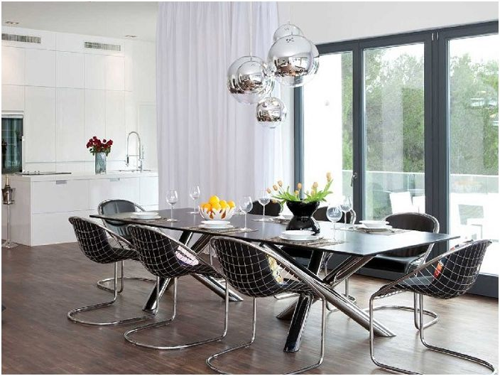 Modern kitchen with metal fragments in interior decoration - is particularly interesting, in conjunction with a stunning chandelier.